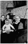 Margarete und Alfred Geyer mit ihren Enkel Christine und Walter