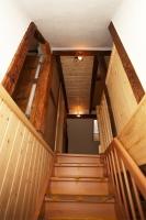 Treppenaufgang mit neuer Treppe zum Dachgeschoss