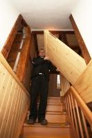 abklappbares Treppengeländer als Kammerzugang