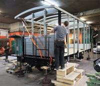 Montage eines neuen Spriegels für einen Güterwagen