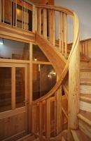 sanierte Treppe mit neuer Trennwand