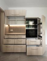 Küchenmöbel mit Apothekerauszug