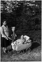 Helene Geyer mit ihren Kinder Christine und Walter
