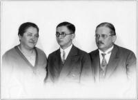 Martin Geyer (Mitte) mit seinen Eltern Margarete und Alfred Geyer