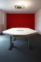 höhenverstellbarer Konferenztisch