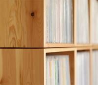 Schallplattenregal / Kisten montiert mit Schattenfuge